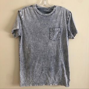 AMERICAN EAGLE gray distressed t-shirt